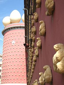 Autor: Francesc Vernet López. Galatea's tower with typical Dalí's bread, Teatre-Museu Dalí in Figueres (Alt Empordà, Catalonia, Spain)