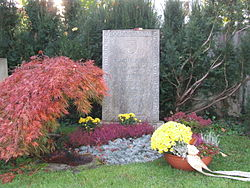 Autor Ydubini. Tumba de la familia Jung en Küsnacht, donde descansan los restos de Carl Gustav y su esposa Emma.